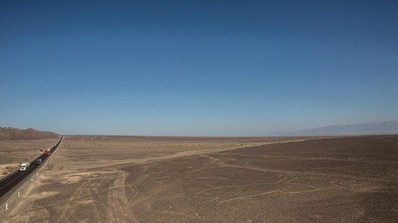 Die Panamericana führt mitten durch die Nasca-Linien.