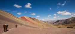 Wenige verirren sich in das Neben-Tal bei den Rainbow-Mountains.