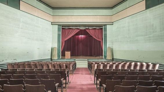 Warten auf die nächste Aufführung im Theater von Humberstone.
