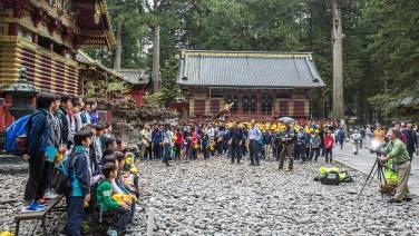 Was wir nicht wussten: Es ist Tokyo-Schul-Ausflugstag!