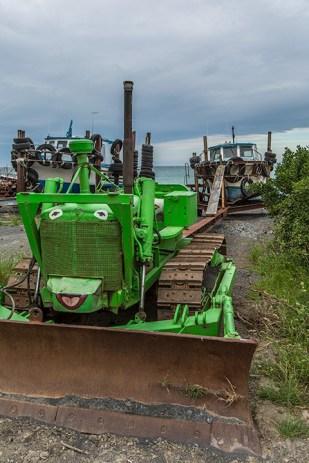Die alten Traktoren warten auf ihren Einsatz.