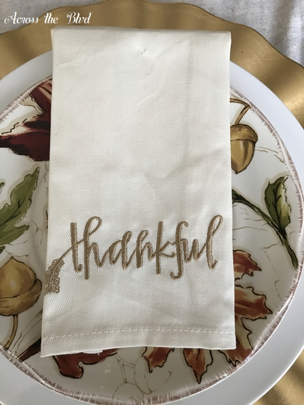 Thanksgiving Table Setting With DIY Place Cards napkin