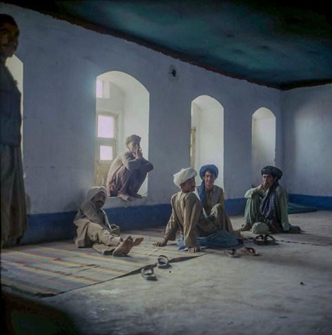 Afganistan - Zona di Herat - I bevitori del thé - 1978 - cs
