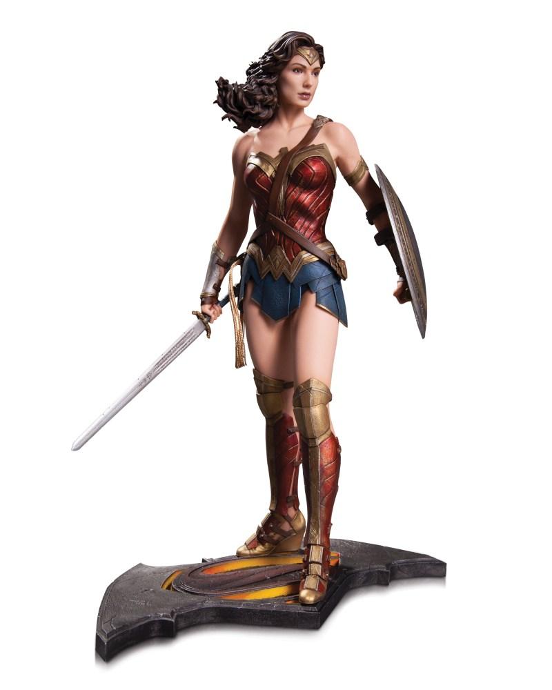 BMvSM_DoJ_Wonder_Woman_Statue_sRGB