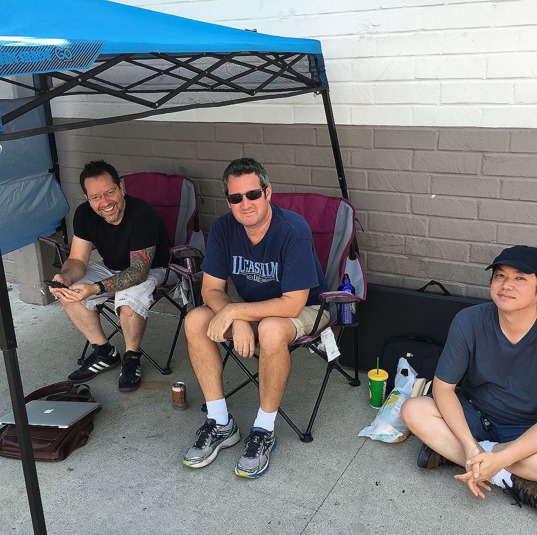 It's currently 106 degrees in Burbank, Ca... and these 3 dedicated fans are already in line at @toysrus for @truburbankca  gentlemen