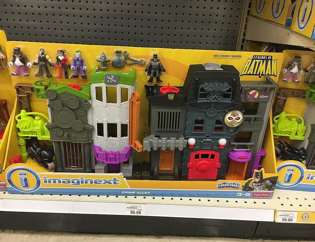 New Crime Alley @imaginext playset showed up at @toysrus