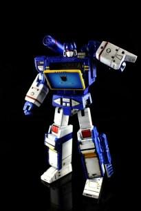 Transformers Masterpiece Soundwave 3