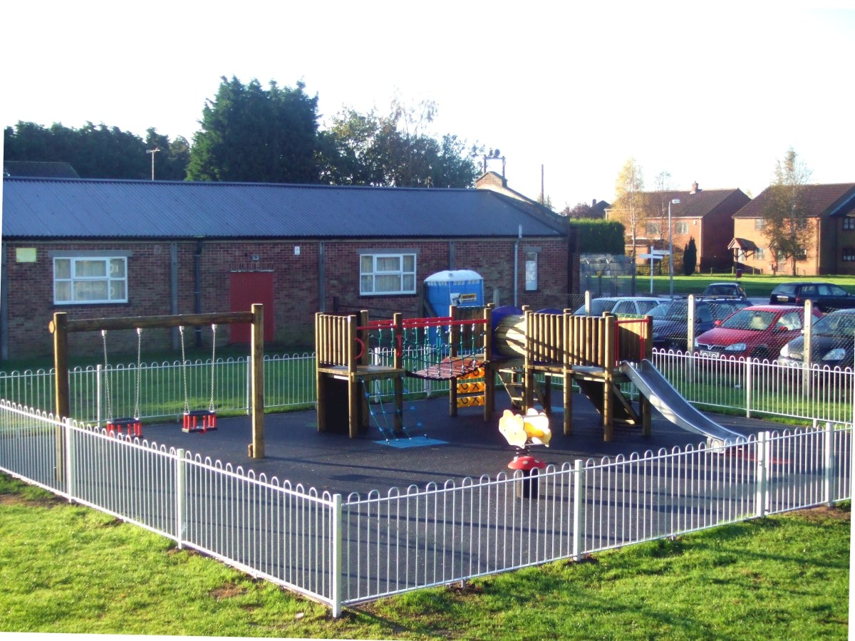 Bowtop playground fencing