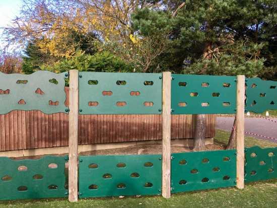Green traversing panels