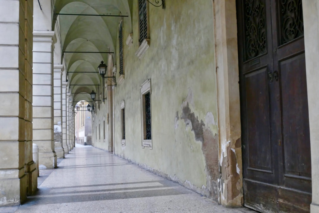 Modena portico