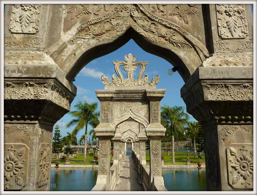 Travel Bali Water Palace