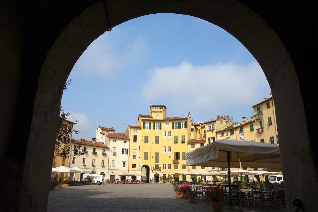 Lucca amphitheatre though gate