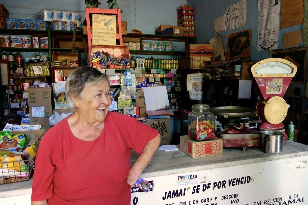 Lady grocery shop Patrocinio