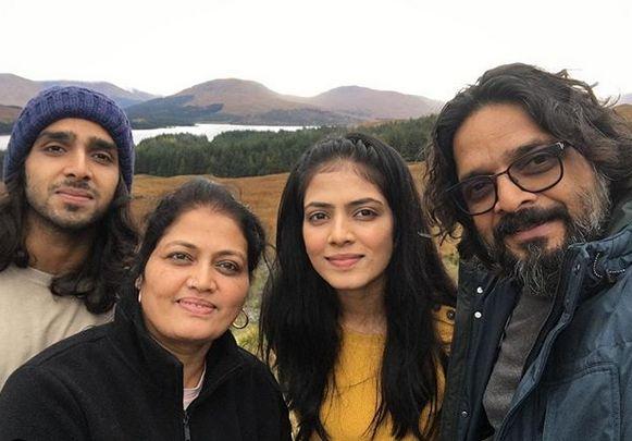 Mavika Mohanan family