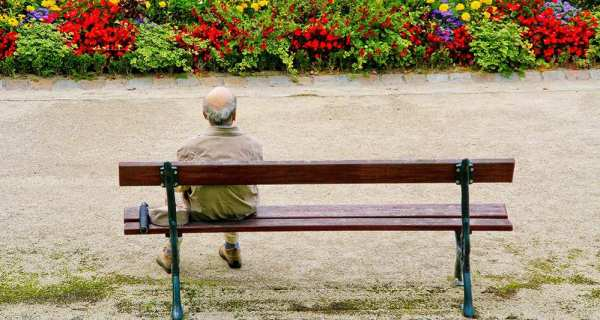 2033921_a-60-ans-on-est-souvent-sans-retraite-et-sans-emploi-web-tete-0211377865306