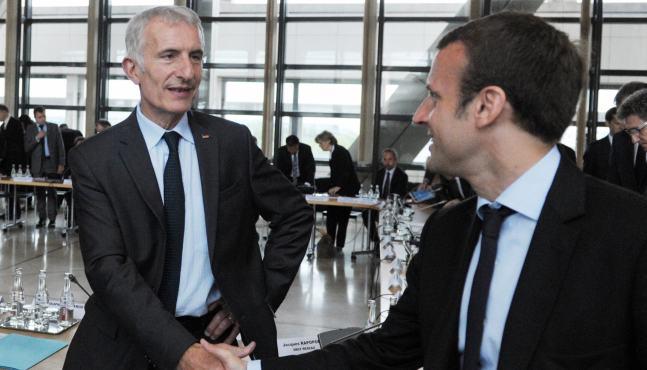 Emmanuel Macron promet de poursuivre les réformes malgré le blocus