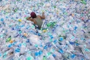 Vers une augmentation du prix des produits emballés dans du plastique non recyclé