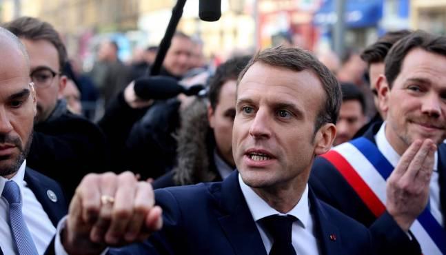 Emmanuel Macron refuse de réduire les taxes sur les carburants