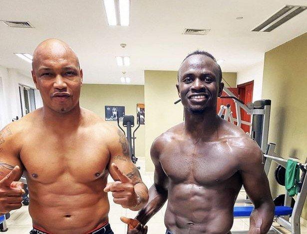 Sadio Mané pose avec Dioufy : Colère rouge des ultras de Liverpool