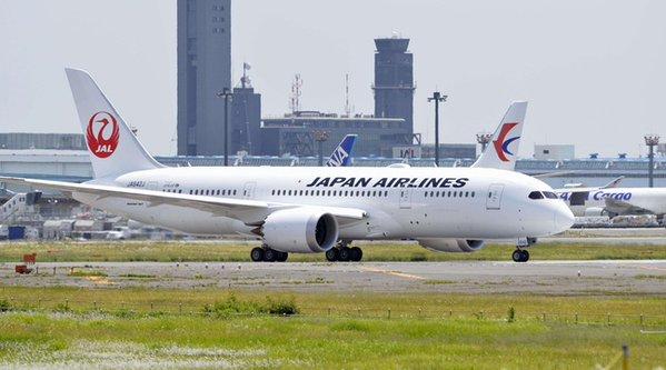 attentats-les-japonais-delaissent-paris-une-compagnie-suspend-ses-vols-20-minutes-afp-httpst-comcvodv4bmv-httpst-co41ncpznfwl