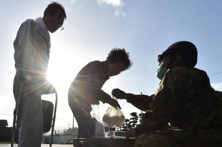 japon-a-kumamoto-pas-assez-de-bras-pour-organiser-laide-liberation-httpst-coaxkuhylnkd-httpst-cons0deaof1y