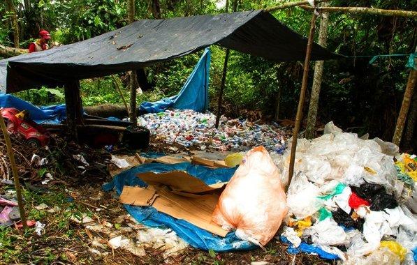 En el botadero se verificó que viven alrededor de 80 recolectores de basura (recicladores informales) que trabajan de forma inadecuada los residuos sólidos que se ingresan al botadero.