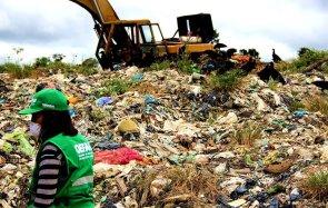 La infraestructura en la que se disponen los residuos hospitalarios también deberá contar con celdas de seguridad de uso exclusivo para el confinamiento de dichos residuos. Dichas celdas no existen en el botadero. Los residuos se encuentran esparcidos en el suelo y se mezclan con el resto de la basura.