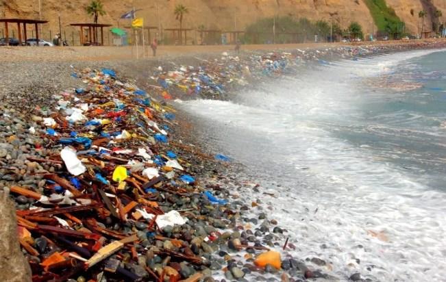 Contaminación océano Perú. Foto: politicadeestado.com