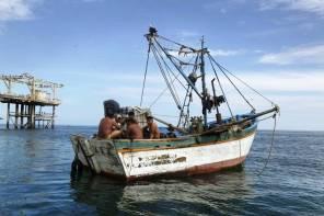 Uno de los problemas en la zona es la depredación causada por aparejos de pesca no permitidos, como la pesca de arrastre. Pese a su prohibición, se les encuentra constantemente pescando en esta zona.