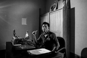 Manuel también trabaja como juez de paz en su comunidad.