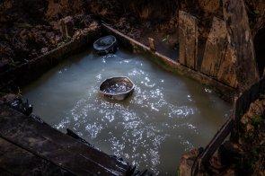 Muchas comunidades no cuentan con agua potable, por ello tienen que beber directamente del río, o hacer pozos para usar el recurso en la cocina y otras necesidades.