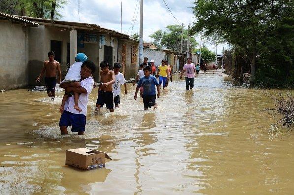 Las personas tuvieron que dejar nuevamente sus hogares ante un nuevo desborde del río Piura.