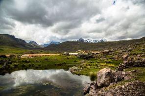 El 2007, el Gobierno Regional del Cusco inició el proceso de creación del Área de Conservación Regional Ausangate. Según el biólogo Miguel Ángel Atausupa, actual gerente de Recursos Naturales y Gestión del Medio Ambiente del Cusco, en el 2009 propuso la creación del ACR Ausangate, donde se incluía al famoso cerro Vinicunca.