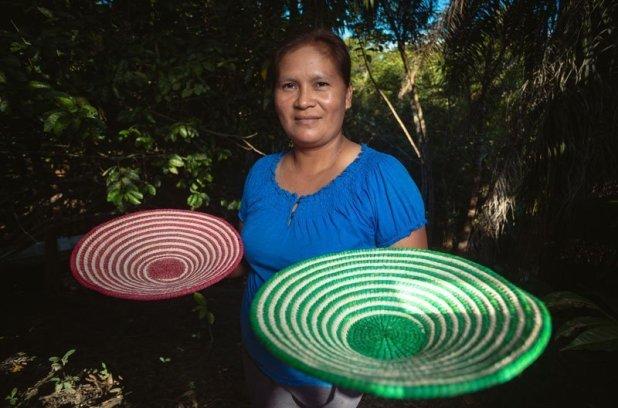 La elaboración de artesanías cuenta con múltiples beneficios, en diferentes niveles. Foto: SPDA/Spectabilis