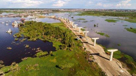 2.- El puente, partiendo de Iquitos, va a cruzar el río Nanay.