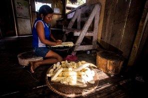 Las comunidades nativas mantienen sus costumbres en cuanto a la preparación de alimentos y bebidas tradicionales. Foto: Spectabilis/SPDA