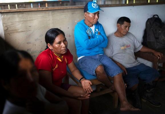 Betty Rubio durante una sesión comunal en Puerto Arica.