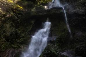 Concesión para Conservación El Breo, Alto Huayabamba - San Martín. Catarata El Breo, es una caída de agua de 140 metros dividida en 6 tramos, su mayor atractivo es la mesa de piedra que ha sido erosionada hasta conformar un agujero por el cual pasa el agua. Esta se encuentra ubicada en la zona de amortiguamiento del Parque Nacional del Río Abiseo. Foto: Diego Pérez / GIZ