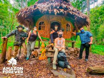 Visitante en la casita de Huayo. Foto: Amazon Forver Biopark