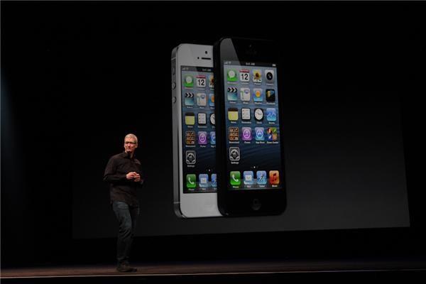iphone 5 tim cook ¿Debería Apple ofrecer una pantalla más grande en el iPhone?