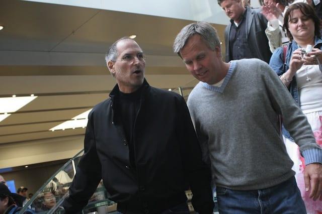 ron johnson con steve jobs Ron Johnson es despedido de J.C. Penney: ¿hora de recuperarle para Apple Retail?