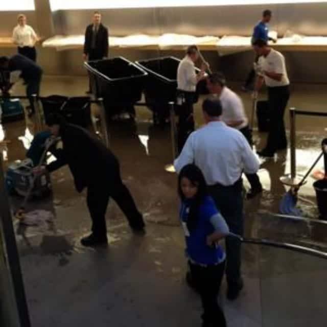 inundacion apple store La tienda de Apple en la Quinta Avenida de Nueva York sufre inundaciones