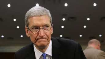 tim cook glare Tim Cook habla acerca de un iPhone 6 más grande y nuevas categorías para Apple