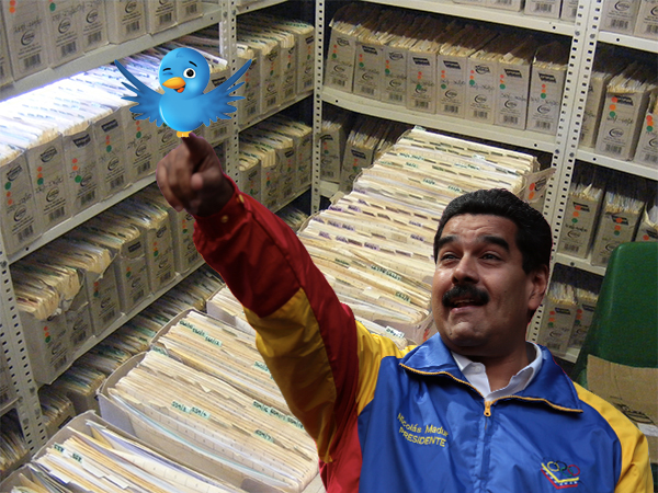 Nicolás Maduro intenta atrapar al pajarito de Twitter.