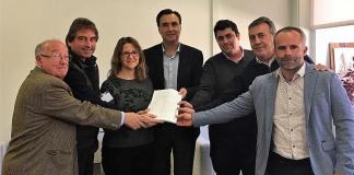 Borriana i la Plataforma per la Dignitat del Llaurador lliuren 13.000 signatures a la Consellera d'Agricultura