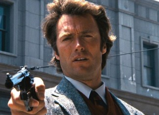 "Clint Eastwood interpretando a Harry ""el sucio""."