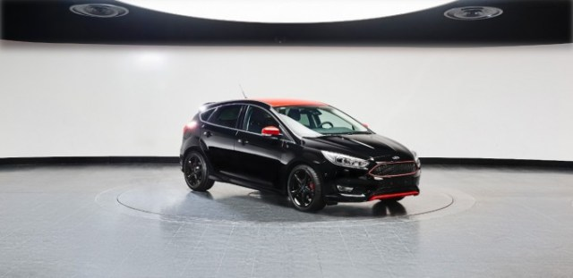 ford-focus-red-black-edition-1-680x330