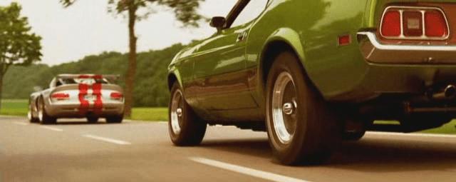 De belles carrosseries ! Ici une Mustang et Viper - Actu Auto France
