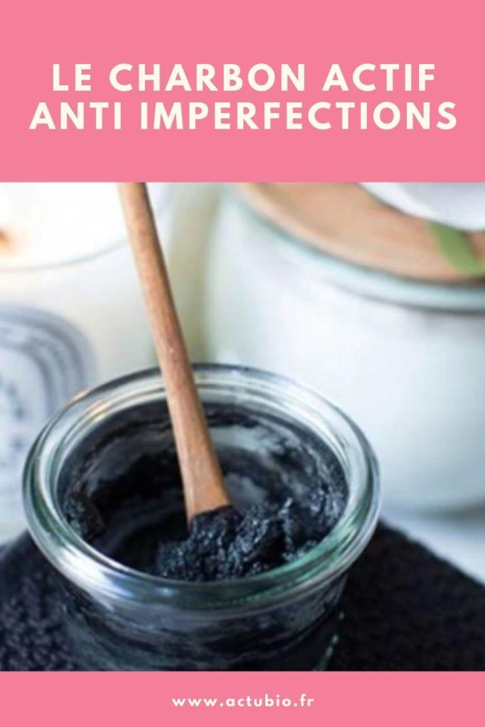 le charbon actif chasse les boutons et imperfections