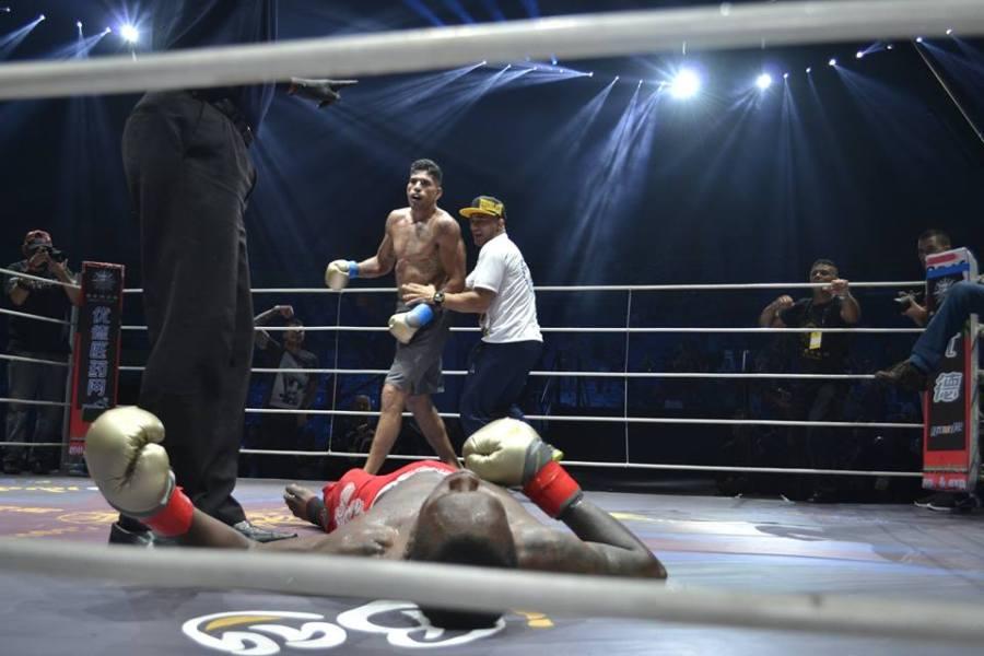 Adesany mis KO par Pereira en kickboxing